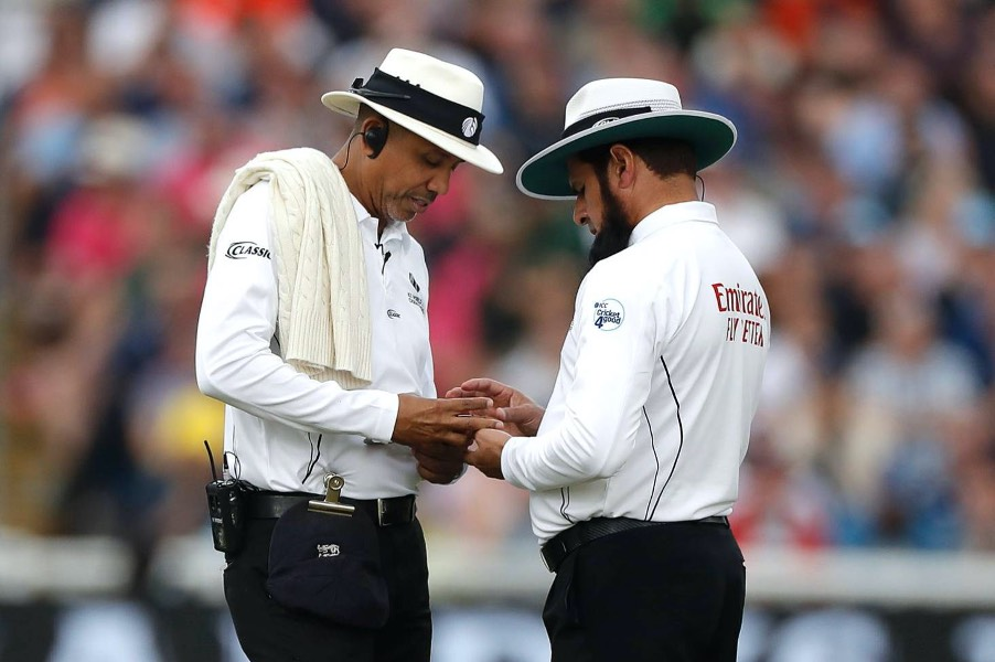 Ashes: Comedy of umpiring errors mars opening day of Australia ...